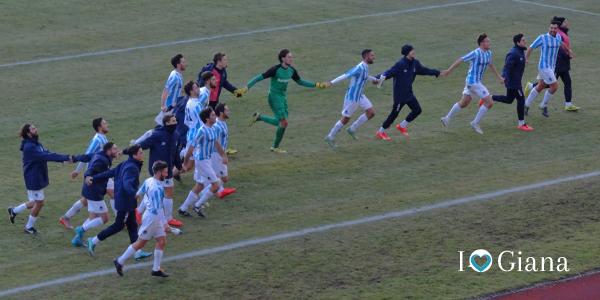 Il saluto finale ai tifosi Lumezzane Giana 0-1 Lega Pro Girone A