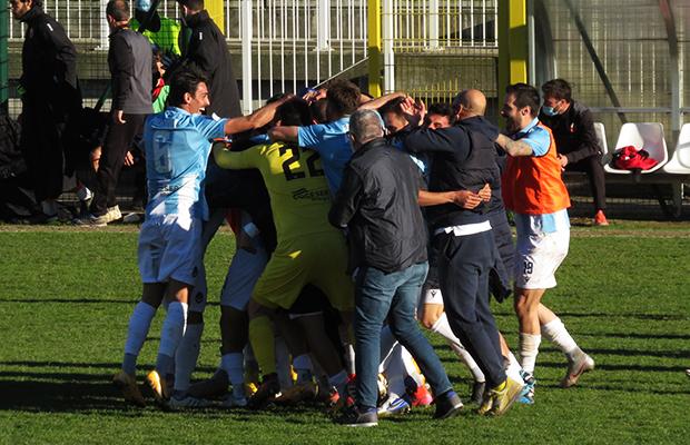 L'esultanza finale Giana Lucchese 4-3