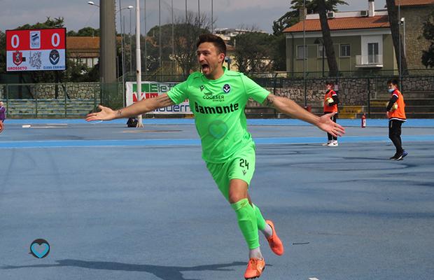 Andrea Montesano esulta al gol in Grosseto Giana 1-1